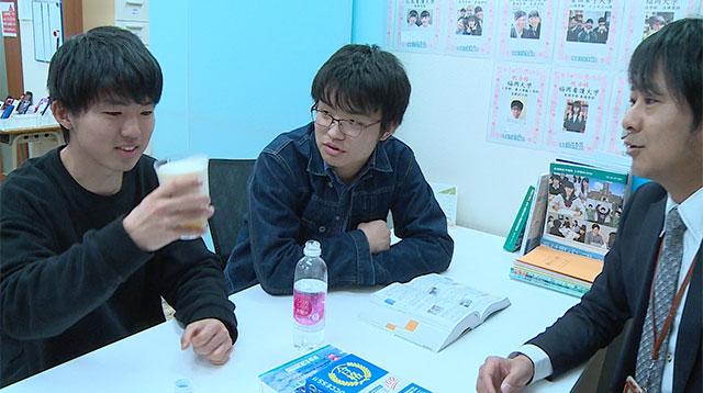 学習塾の生徒たち