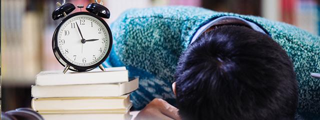受験生に必要な睡眠時間が足りていないイメージ