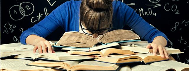 受験生が睡眠時間を取らないと、精神的ダメージや記憶力低下の可能性も