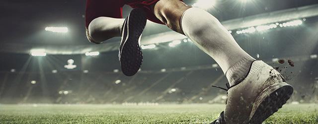 サッカーしている人の足元
